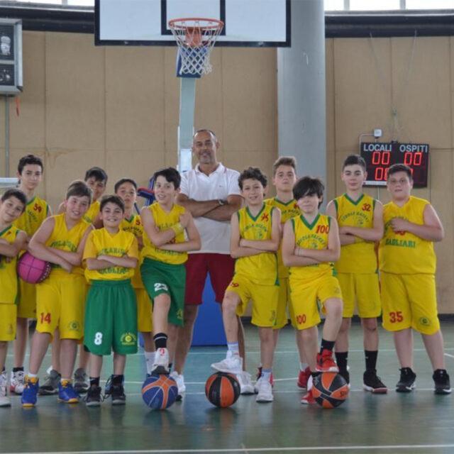 https://www.basketland.it/wp-content/uploads/2021/03/Sassaro-Scuola-Basket-Cagliari-640x640.jpg